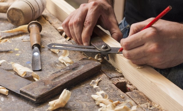 How to become a carpenter
