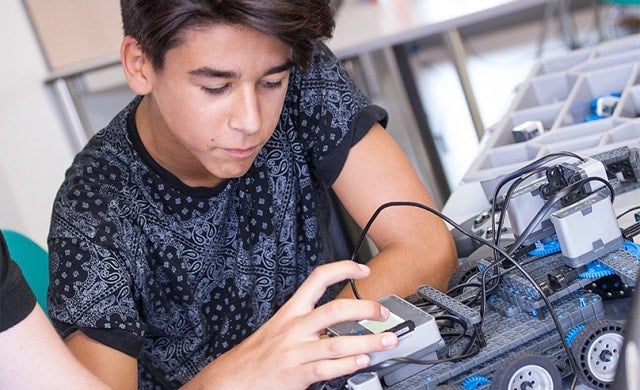 A student using the Vex Robotics Class