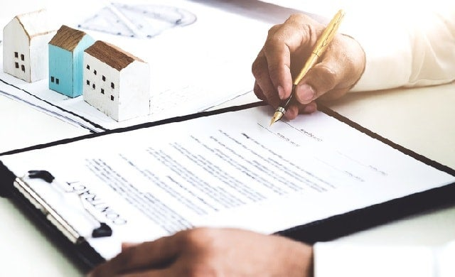 Signing lease for commercial property