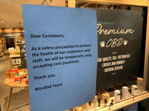 Shop-sign-cashless