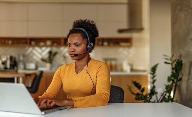 Remote call centre worker
